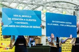 Costanera Center y Alto Las Condes implementan capacitación en lenguaje de señas en personal de atención al cliente