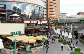 Marcas extranjeras representan hasta el 65% de la superficie de malls íconos de Santiago